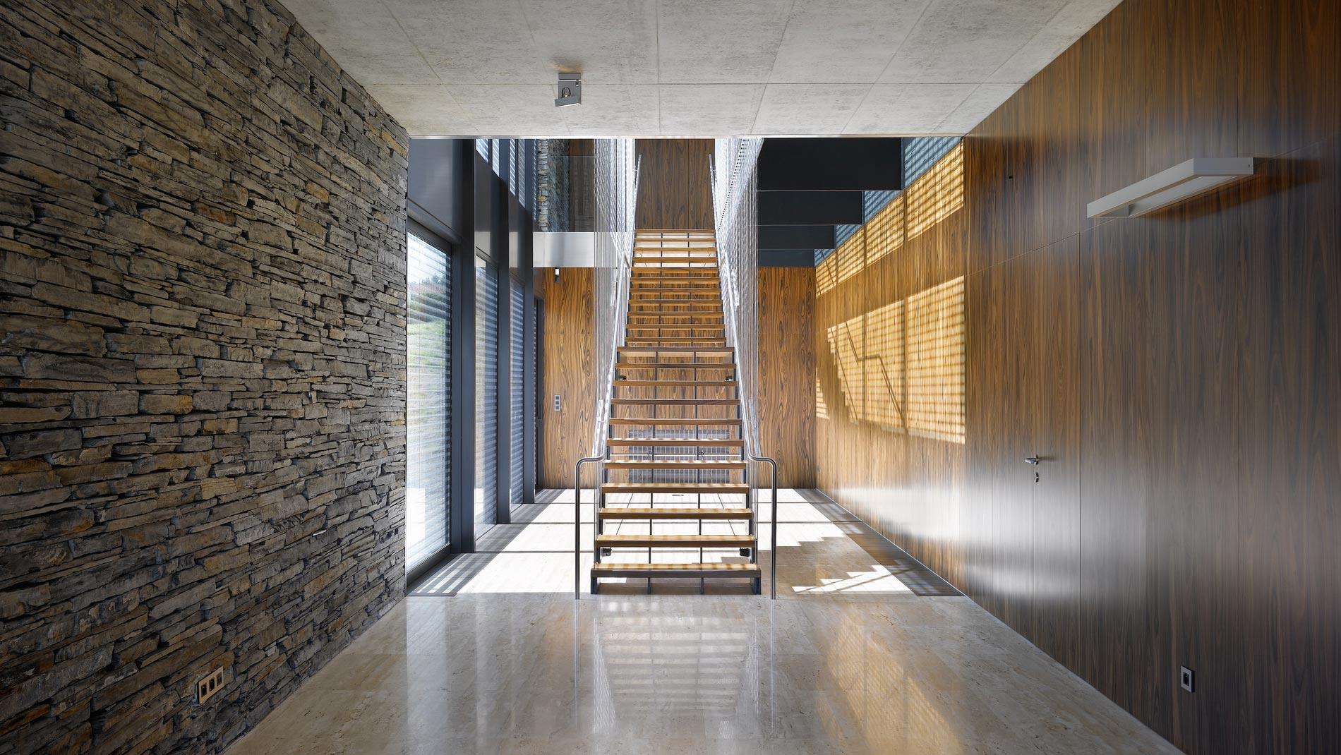 Деревянная стеновая панель в интерьере